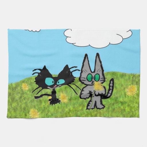 Dos gatos que escogen los dientes de león toallas de cocina