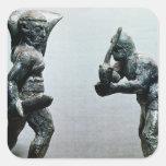 Dos gladiadores en combate calcomanías cuadradass personalizadas