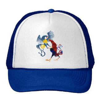 Dos gorras coloridos de los gallos que luchan