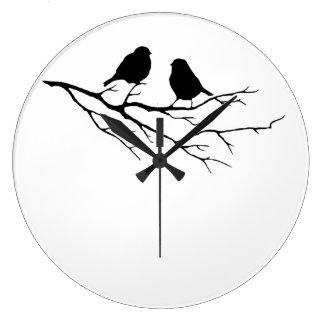 Dos gorriones blancos y negros del pequeño pájaro, reloj redondo grande