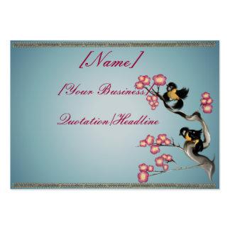 Dos gorriones en una rama rechoncha tarjetas de visita grandes