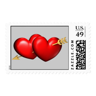 Dos grandes y corazones rechonchos con una flecha franqueo