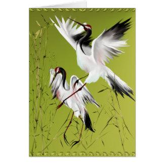 Dos grúas en las tarjetas de bambú