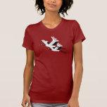 Dos grúas que vuelan camisetas