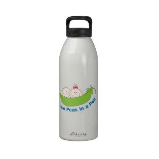 Dos guisantes en una vaina botellas de agua reutilizables