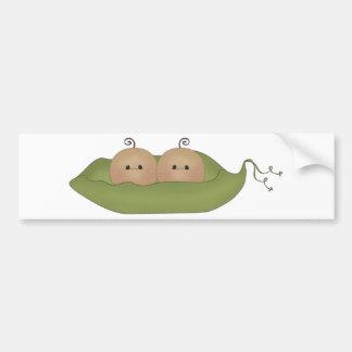 Dos guisantes en una vaina pegatina de parachoque