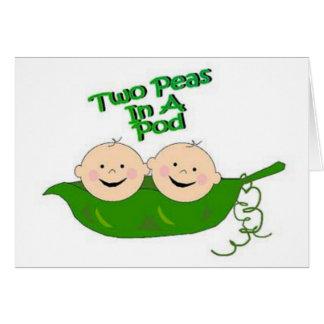 Dos guisantes en una vaina tarjeta de felicitación