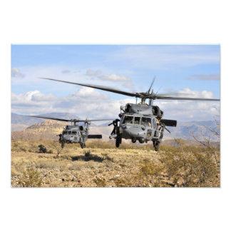 Dos helicópteros de HH-60 Pavehawk que se preparan Fotografía