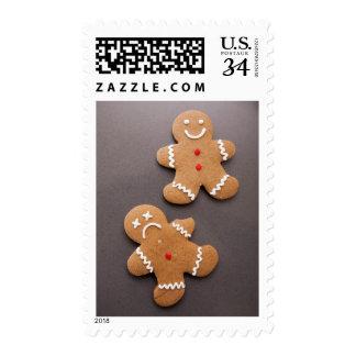 Dos hombres de pan de jengibre en gris sello postal