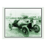 Dos hombres en el n° antiguo 6 Indy 500 del coche  Tarjeta Postal