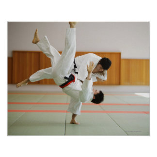 Dos hombres que compiten en un partido 3 del judo impresiones