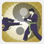 Dos hombres que realizan artes marciales delante d colcomanias cuadradass