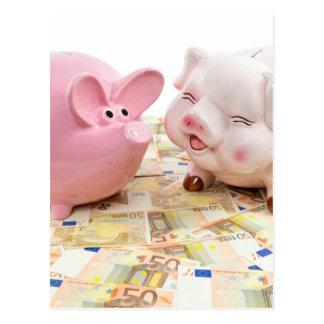 Dos huchas rosadas en notas euro separadas postales