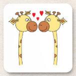 Dos jirafas con los corazones rojos del amor. Dibu Posavasos De Bebidas
