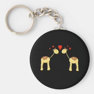 Dos jirafas que hacen frente con los corazones. Hi Llavero Redondo Tipo Pin