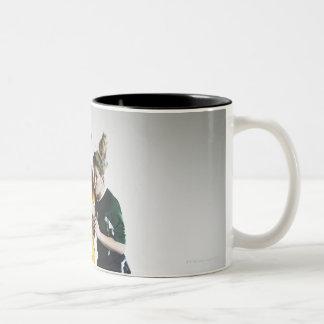 Dos jugadores de fútbol de sexo femenino en el tít taza de café