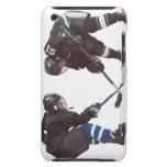 dos jugadores de hockey caucásicos que llevan la funda Case-Mate para iPod