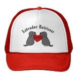 Dos Labradors negro con el dibujo animado del amor Gorras De Camionero