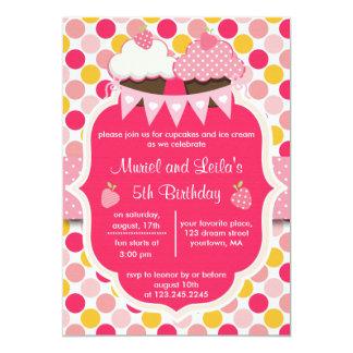 Dos magdalenas, puntos y fiestas rosados lindos de invitación 12,7 x 17,8 cm
