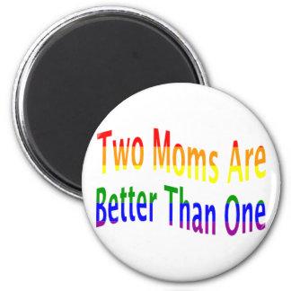 Dos mamáes mejoran (el arco iris) imán redondo 5 cm