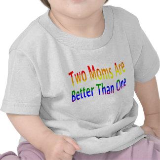 Dos mamáes mejoran (el arco iris) camiseta