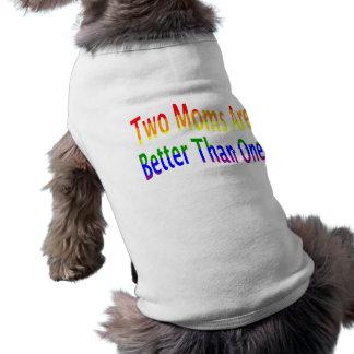 Dos mamáes mejoran (el arco iris) playera sin mangas para perro