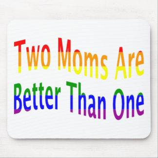 Dos mamáes mejoran (el arco iris) tapetes de ratón