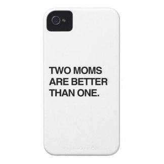 DOS MAMÁES SON MEJORES DE UNA Case-Mate iPhone 4 CARCASAS