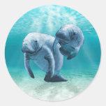 Dos Manatees que nadan Pegatina Redonda