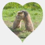 dos marmotas jovenes pegatina en forma de corazón