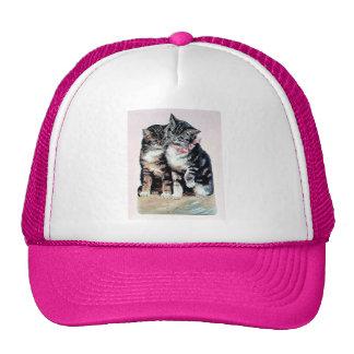 dos mascotas cariñosos adorables del amor lindo de gorras de camionero