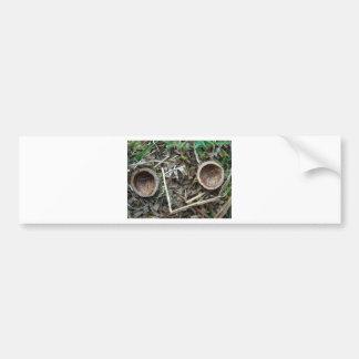 Dos mitades 1 de la cáscara de la nuez etiqueta de parachoque