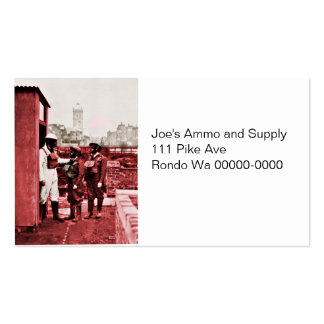 Dos muchachos que llevan las caretas antigás tarjeta personal