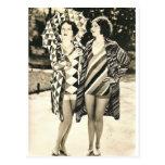 Dos mujeres postal