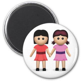 Dos mujeres que llevan a cabo las manos Emoji Imán Redondo 5 Cm