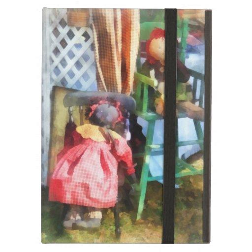 Dos muñecas de trapo en el mercado de pulgas