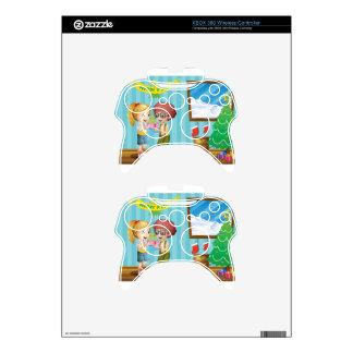 Dos niños adorables que intercambian sus regalos mando xbox 360 skin