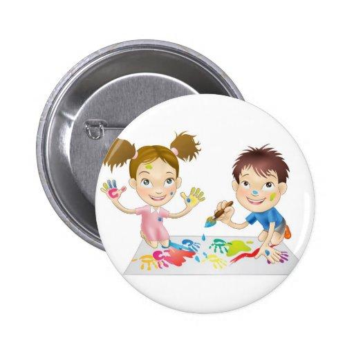 dos niños jovenes que juegan con las pinturas pin