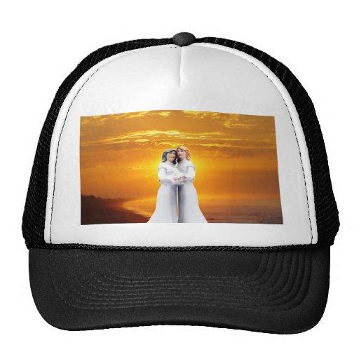 Dos novias en la puesta del sol gorra