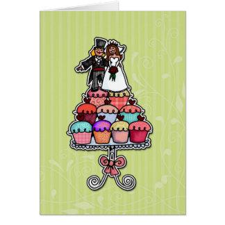 Dos novias en pila de la magdalena tarjeta de felicitación