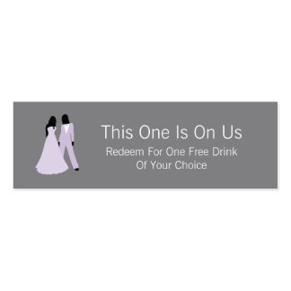 Dos novias liberan la bebida en nosotros (lila y tarjetas de negocios