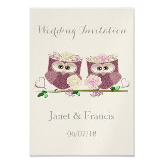 Dos novias que casan tarjetas de la invitación