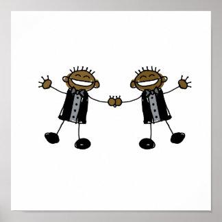 Dos novios que bailan negro feliz póster