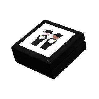 Dos novios un caucásico cajas de regalo