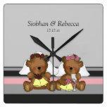Dos osos de peluche de la novia relojes de pared