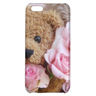 dos osos de peluche que sostienen rosas