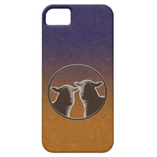Dos ovejas negras en fondo púrpura y anaranjado funda para iPhone SE/5/5s