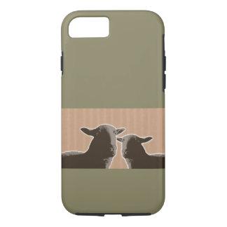 Dos ovejas negras en moreno y fondo verde funda iPhone 7