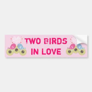 Dos pájaros en amor pegatina para auto