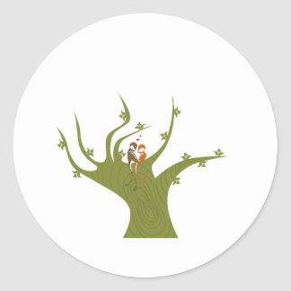 Dos pájaros en el extracto verde oliva tree.png pegatina redonda
